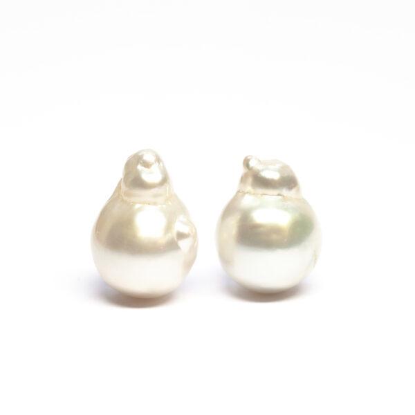 South sea pearls, Pair, Baroque shape, 15,0/14,9mm, AB quality