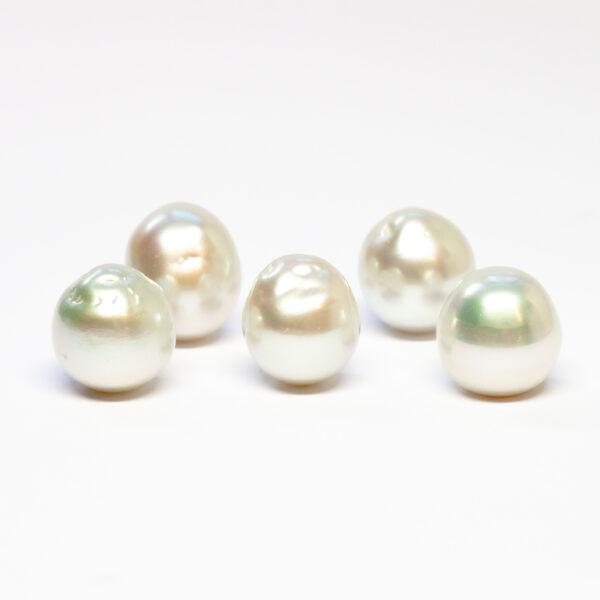 South Sea pearls, Baroque, 14-15mm, C/C+quality